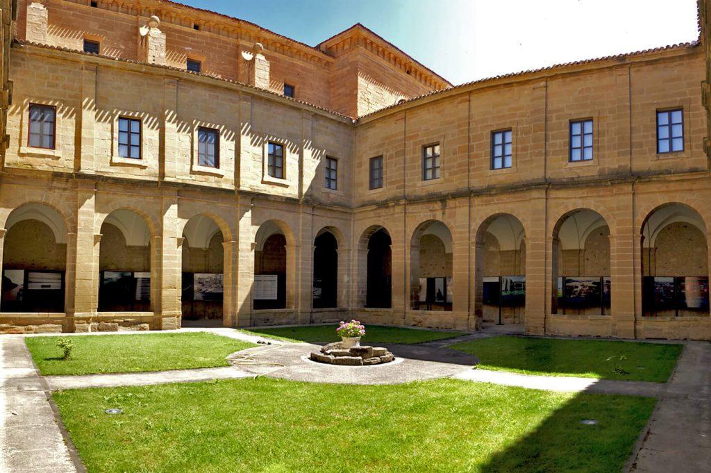 Santo Domingo de la Calzada - Claustro del convento de San Francisco.